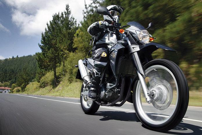 Bezpieczny kombinezon na motocykl